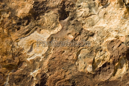 multi coloured layers of mereenie sandstone