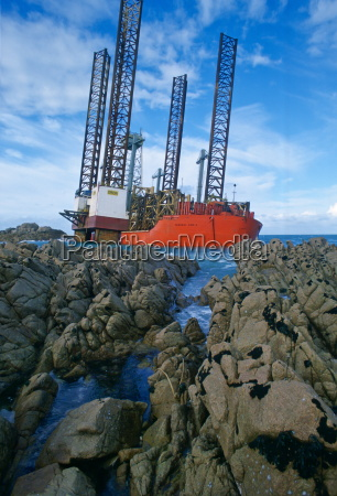oil, rig, aground, in, grandes, rocques - 20813907