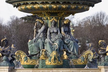 bronze fountain in place de la