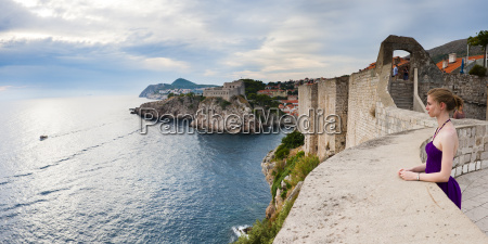 tourist on dubrovnik city walls with