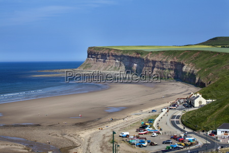 beach and huntcliff at saltburn by