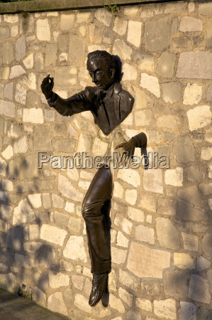 sculpture of le passe muraille the