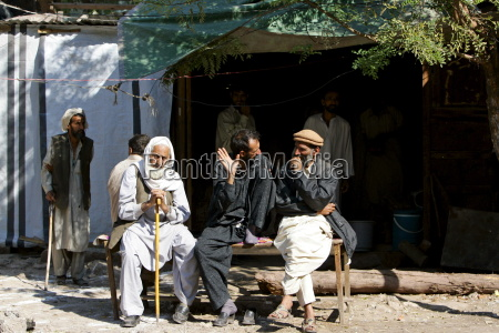 pakistani men sit together in earthquake
