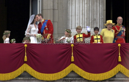 prince william kisses his new wife