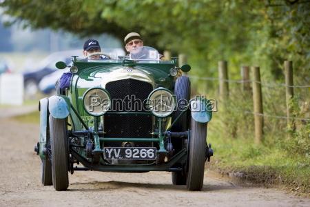 vintage bentley cabrio sportwagen wird in
