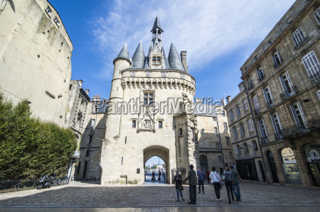 porte cailhau historic entrance gate to