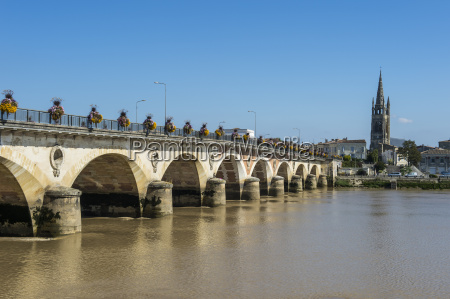 libourne arch bridge over the dordogne