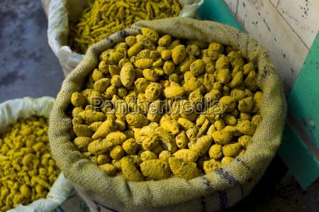 gelbe kurkuma im verkauf auf khari