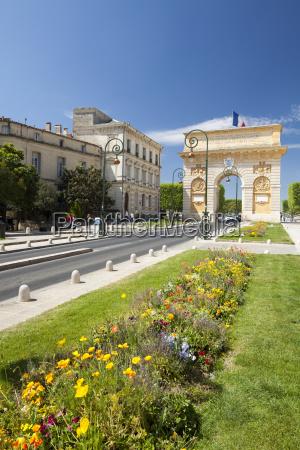 the arc de triomphe rue foch