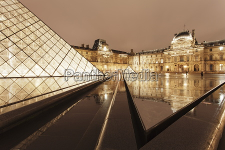the louvre and pyramid paris ile