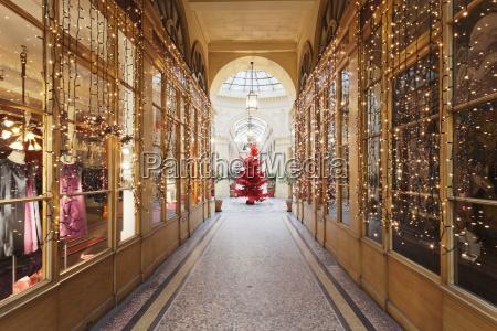 weihnachtsbaum in galerie colbert paris ile