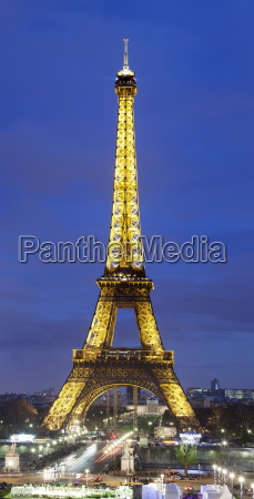 panoramic image of the eiffel tower