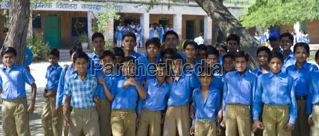 indische hindu schuelerinnen und studenten an