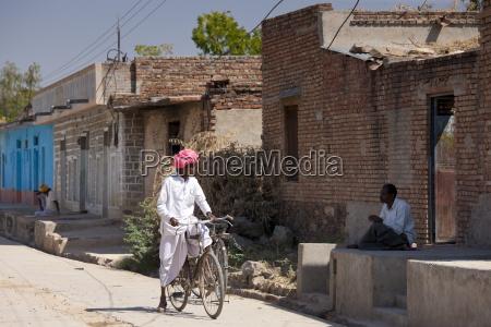 indian men chatting at jawali village