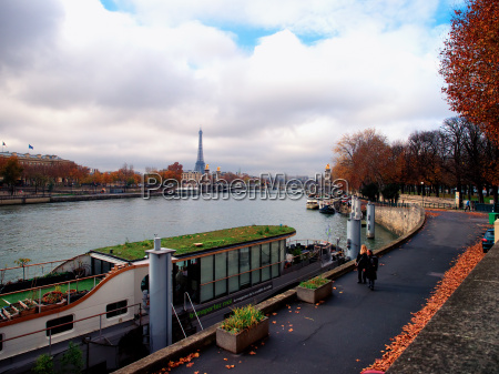 river seine and eiffel tower paris
