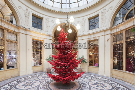 red christmas tree at galerie vivienne