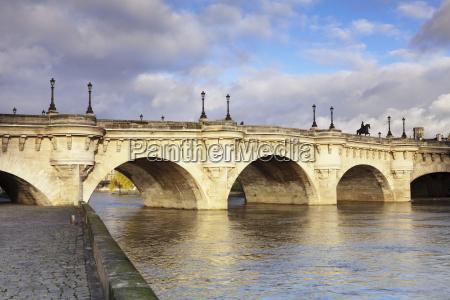 pont neuf bridge on the river