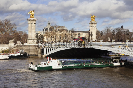 cruise ship and pont alexandre iii