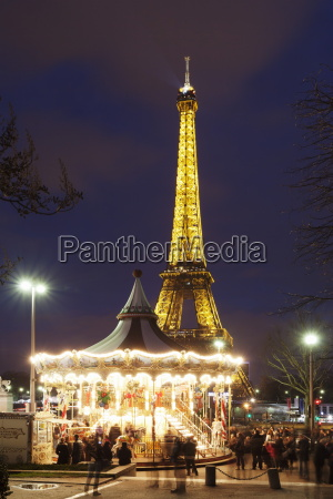 carousel with eiffel tower paris ile