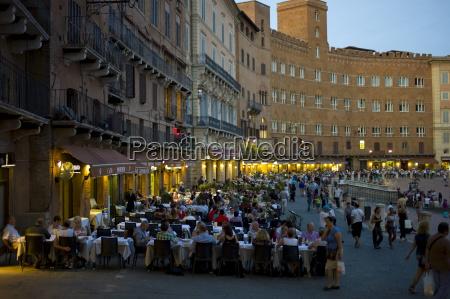 diners eating al fresco at nannini