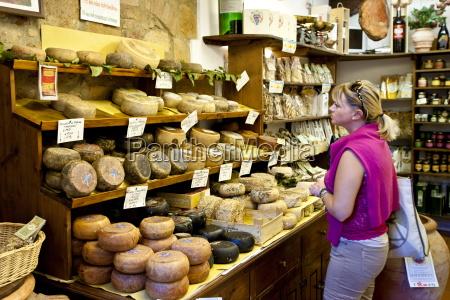shopper in italienischen handwerkskaese shop del