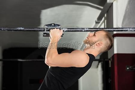an athlete man doing narrow grip