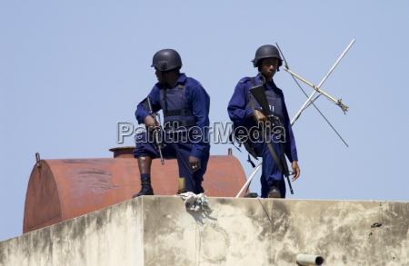 bewaffnete anti terror sicherheit kingston jamaika