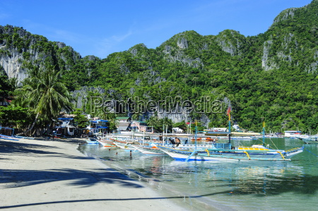 the bay of el nido with