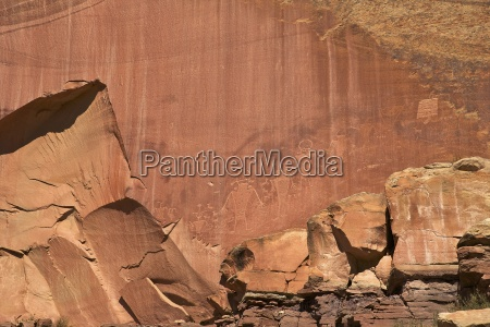 fremont indian petroglyphs in capitol reef