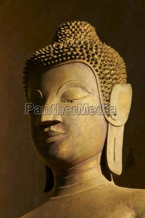 statue of the buddha haw pha
