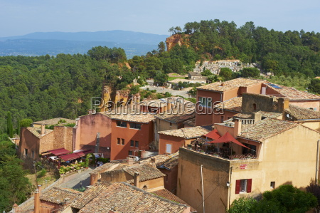 roussillon village luberon vaucluse provence france