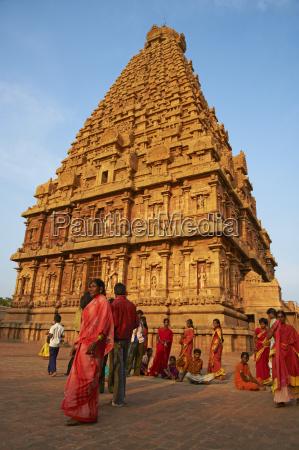 indian pilgrims bridhadishwara temple unesco world