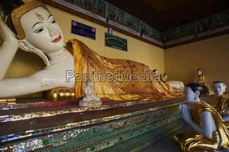 reclining buddha statue shwedagon paya yangon