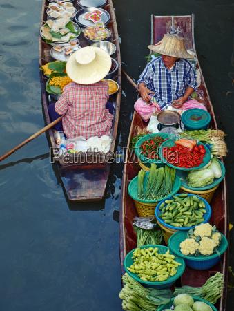 floating market damnoen saduak ratchaburi province