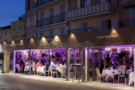 lescale restaurant in the evening saint