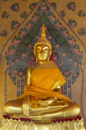 gold buddha statue in wat arun