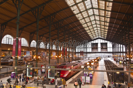 a busy gare du nord station