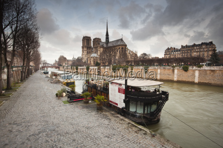 notre dame de paris cathedral and