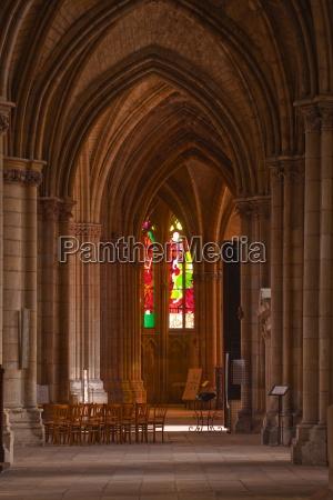 an aisle in saint cyr et