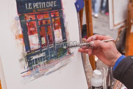 a street artist at work in