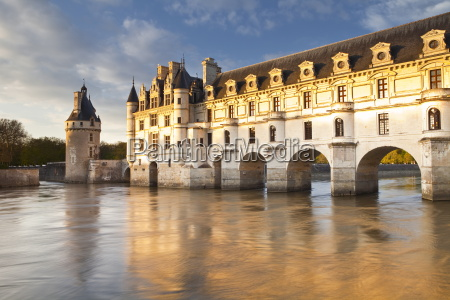the river cher and chateau chenonceau