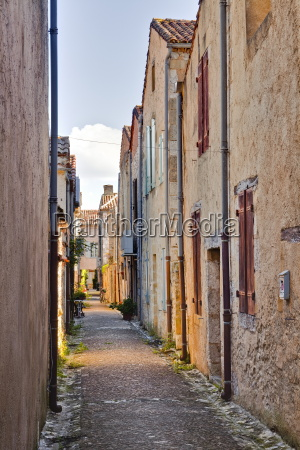 the narrow streets of monpazier one