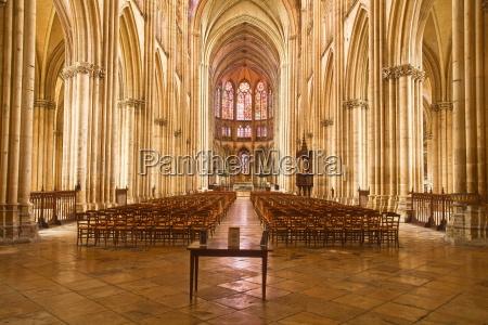 the nave of saint pierre et