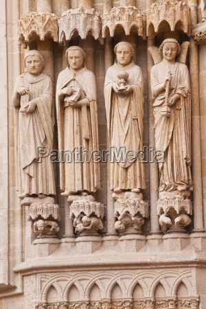 statues on the west front of