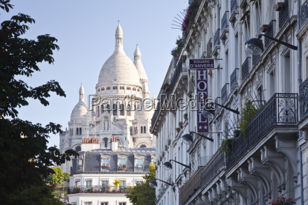 sacre coeur through the streets of