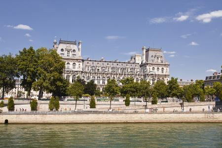 hotel de ville on the banks