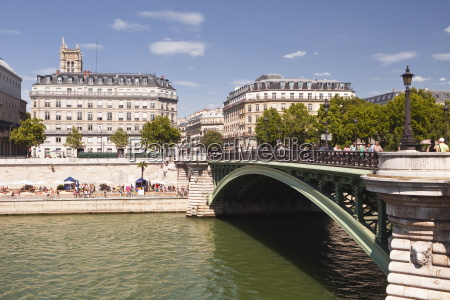 pont darcole with the annual paris