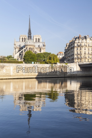 notre dame de paris cathedral and