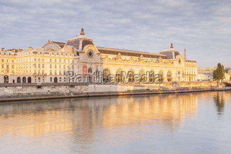 musee dorsay on the river seine