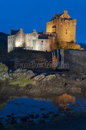 eilean donan eilean donnan castle illuminated
